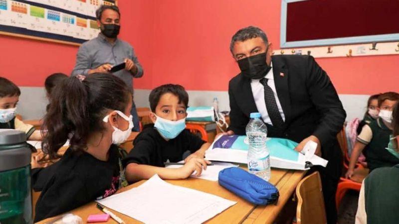 İlçedeki 12 bin 800 öğrenci okula yeni kırtasiye malzemeleriyle başladı