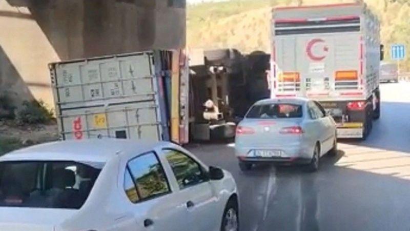 D100'de devrilen TIR'ın sürücüsü hayatını kaybetti