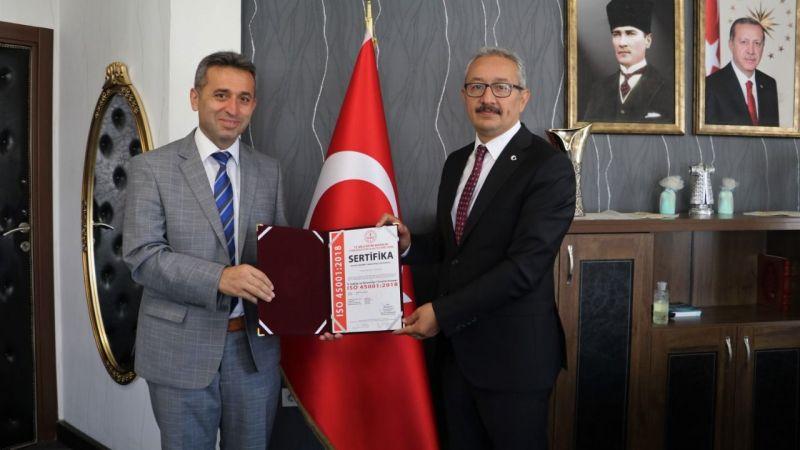 Kocaeli'de o belgeyi sadece Mehmet Sinan Dereli Ortaokulu kazandı