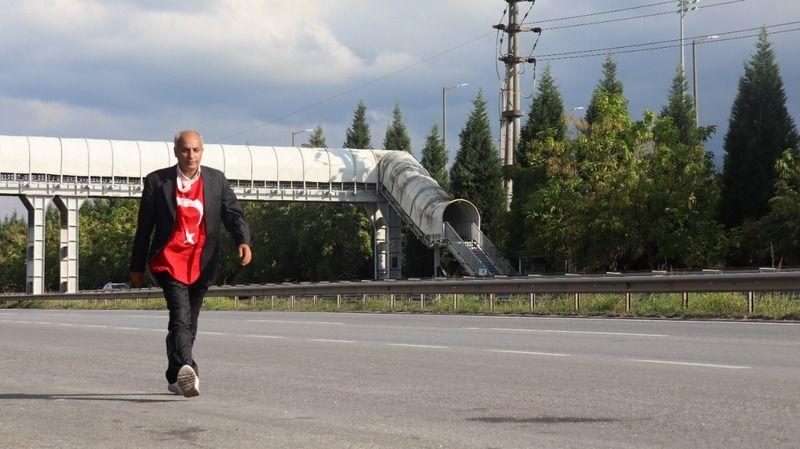 Aşı ve PCR testi yaptırmamak içinAnkara'dan İstanbul'a yürüyor