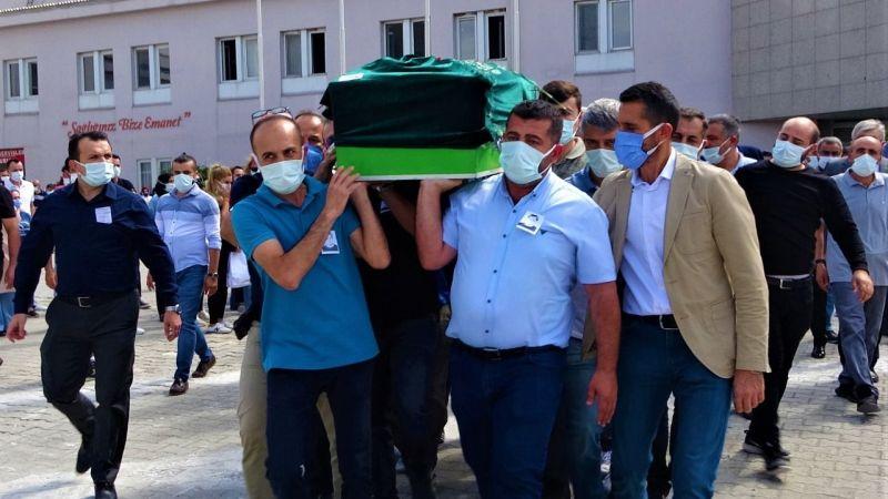 Koronavirüsten hayatını kaybeden doktor hastaneden törenle uğurlandı