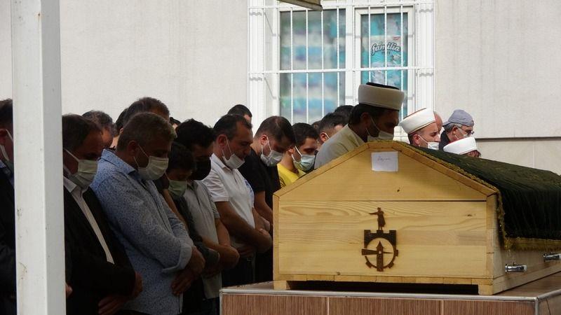 Feci yangında hayatını kaybeden baba ve 3 çocuğu son yolculuklarına uğurlandı