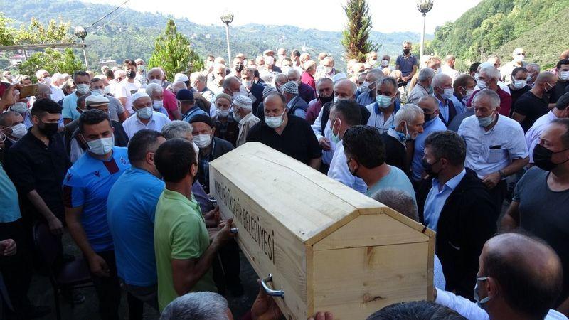 Feci yangında hayatını kaybeden Derinceli aile Trabzon'da toprağa verildi