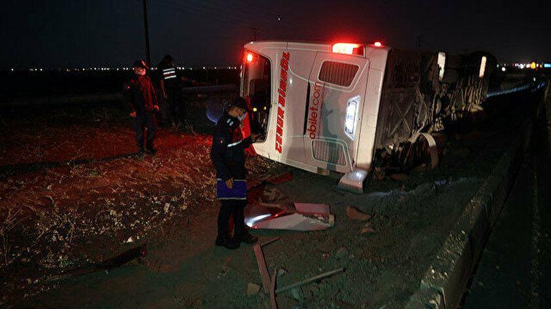 Konya'da yolcu otobüsü devrildi! Çok sayıda yaralı var