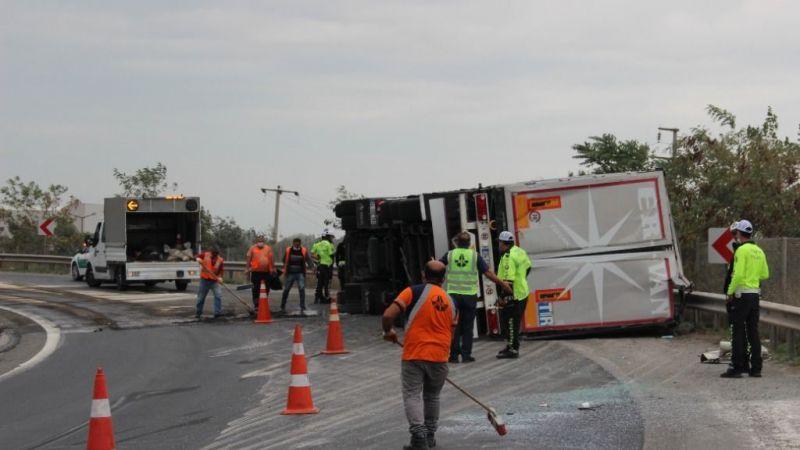 Kocaeli'de feci kaza! TEM'de yolcu otobüsü ile TIR çarpıştı