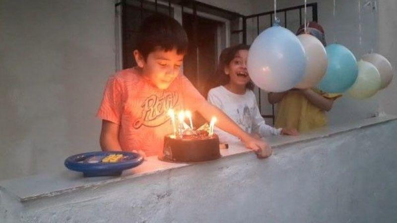 Karantinadaki Abdullah'ı sevindiren doğum günü sürprizi