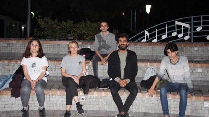 İzmit'te öğrenciler isyan etti! Parkta yattılar