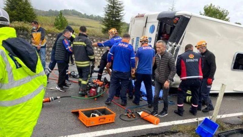 Otomobille çarpışan Efe Tur otobüsü devrildi! Ölü ve yaralılar var