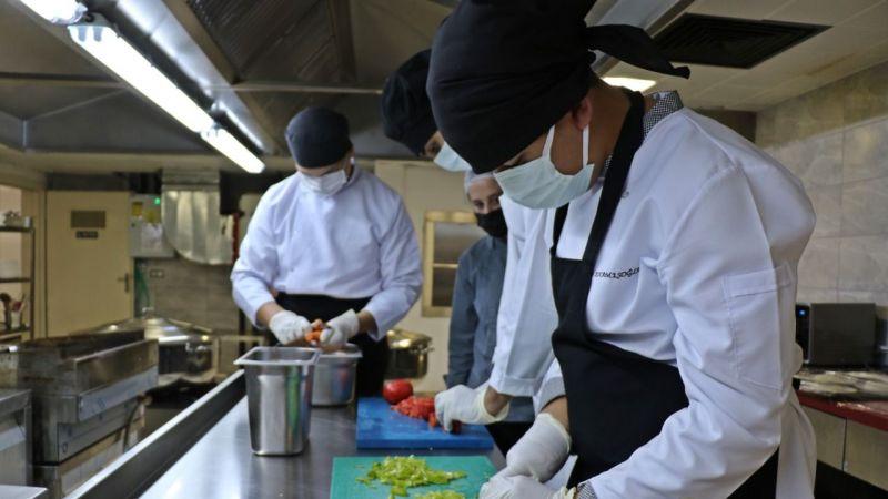 Lise öğrencileri 500 kişilik yemek hazırlıyor
