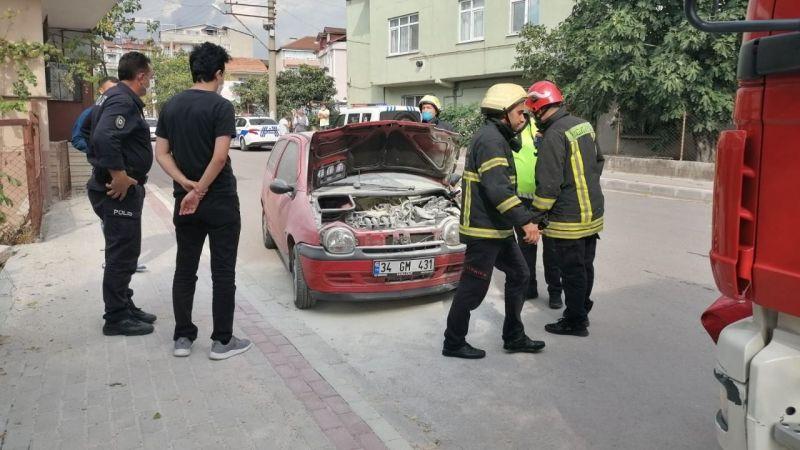 İki otomobil çarpıştı! Motor kısmından çıkan dumanlar korkuttu