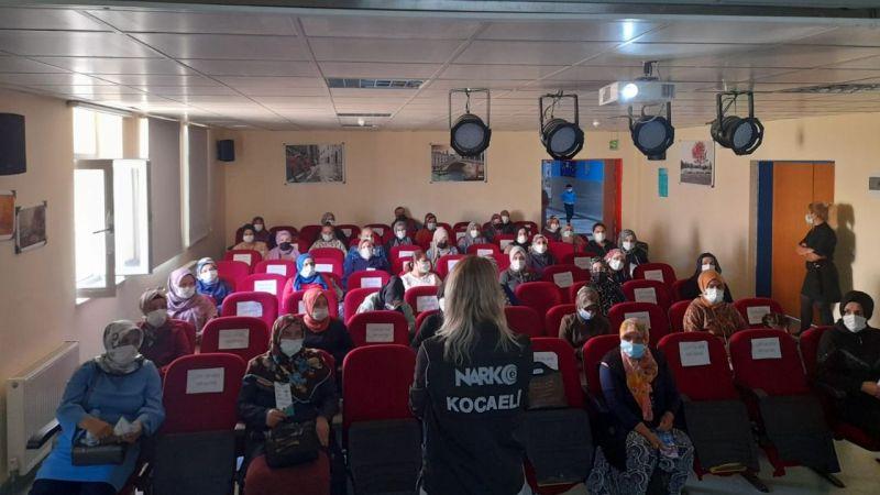 Narkotik eğitim konferansına 62 anne katıldı
