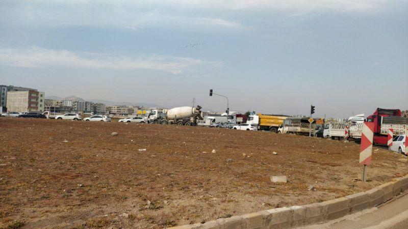 Urfa'daki yolda trafik yoğunluğu sürücüleri bezdirdi!