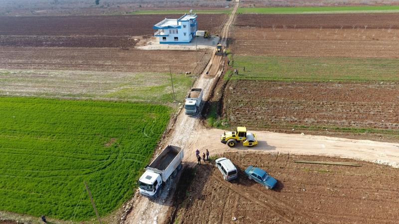 Urfa'nın ilçesinde yol çalışmaları sürüyor
