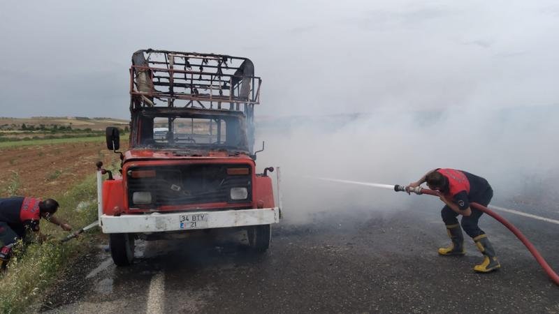 Otobanda araç yandı!