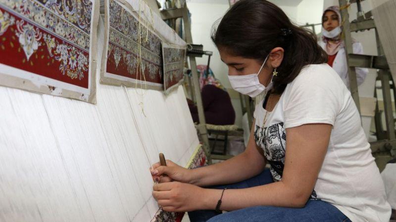 Karaköprü'de kadınlar meslek öğrenip para kazanıyor