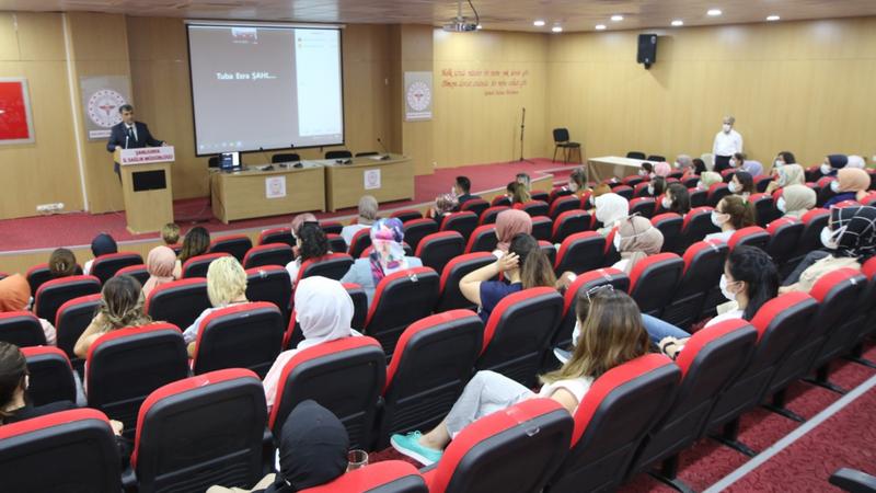 Urfa'da ebeler için program düzenlendi