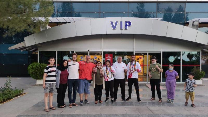 Şampiyonlar Özbekistan'dan döndü!