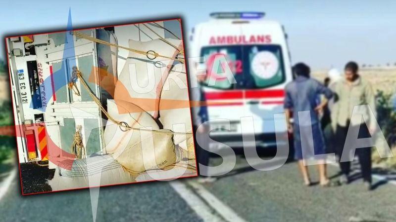 Urfa'daki yolda yine kaza: Yüklü kamyon devrildi!