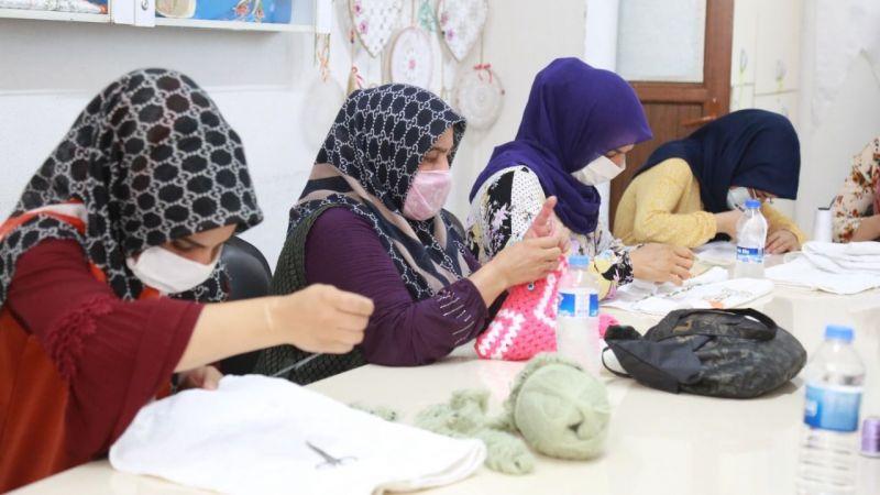 Eyübiye'deki kurslarda kadınlar meslek öğrenip ekonomiye katkı sunuyor!