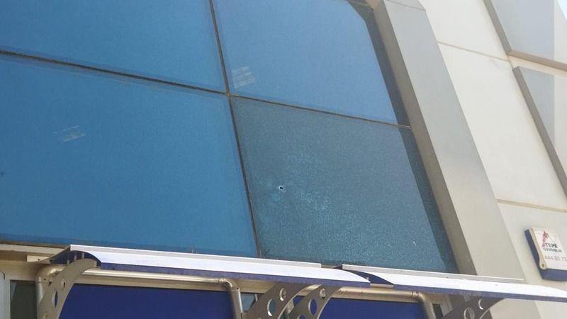 Urfa'da banka şubesi kurşunlandı!