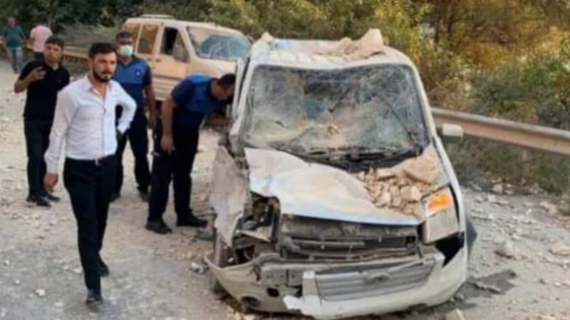 Urfa'da feci olay! Kayalar düştü, 3 kişi yaralandı