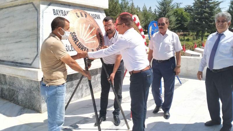 CHP Şanlıurfa İl Başkanlığından çelenk sunma programı