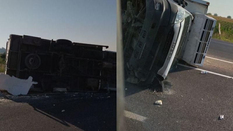 Urfa'da kaza: Kamyonet devrildi!