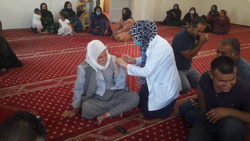 Sağlık personeli camide anons yaptı, vatandaşı aşıya davet etti!