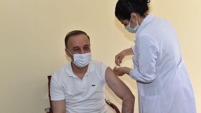 Vali Erin'den çağrı: İlk doz aşı önemli ama salgına karşı yetersiz!