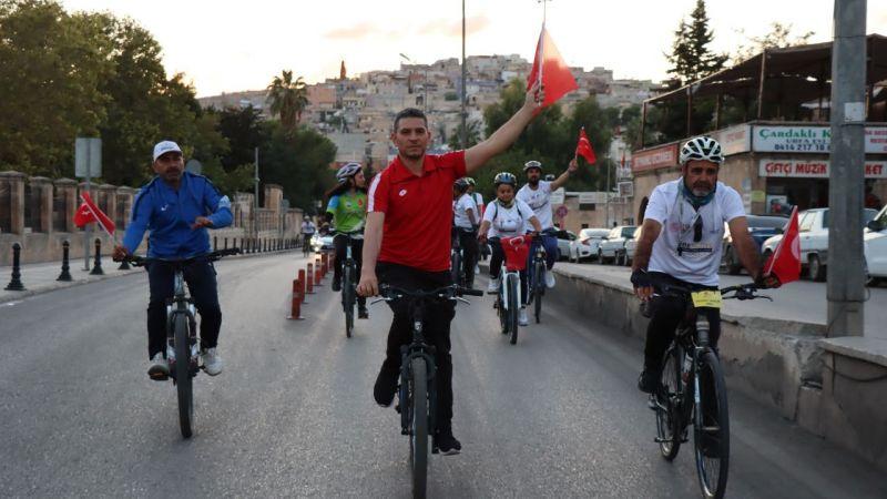 Urfa'da bisiklet tutkunları farkındalık için pedal çevirdi!