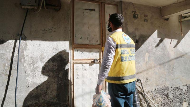 Haliliye'de ihtiyaç sahiplerine yemek dağıtımı sürüyor