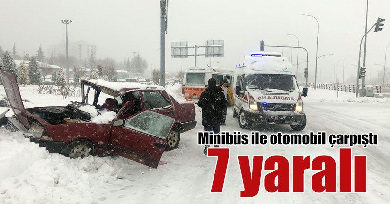 Karaman'da minibüs ile otomobil çarpıştı: 7 yaralı