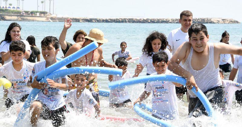 Çocuklar denize ilk kez dokundu
