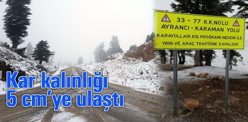 Trafiğe kapanan yoldan kar manzaraları