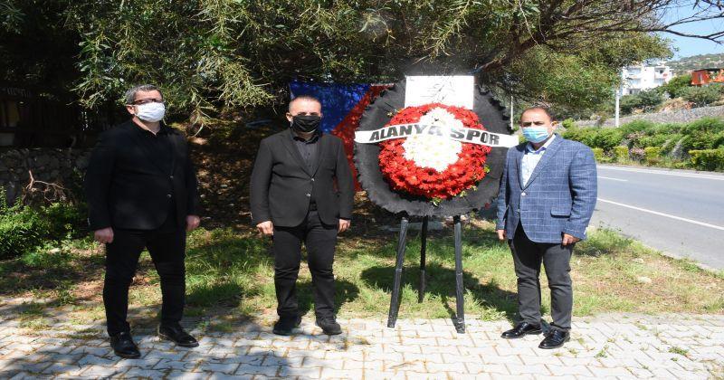 Alanyaspor'un trafik kazasında hayatını kaybeden futbolcusu Josef Sural anıldı