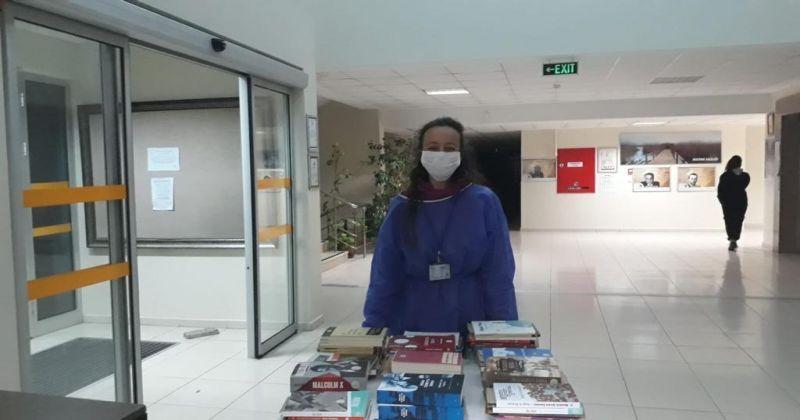 Bakan Kasapoğlu'ndan karantinada kalan vatandaşlara kitap sürprizi