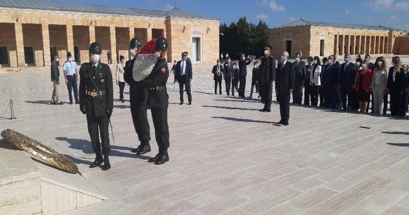 CHP, 97. kuruluş yıl dönümünde Anıtkabir'i ziyaret etti