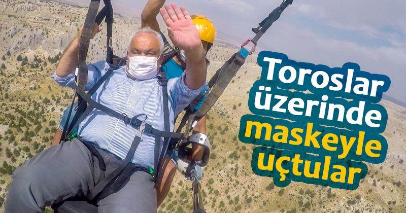 Paraşütçüler maskeleriyle uçtu