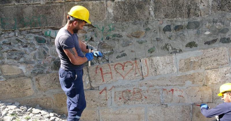 770 yıllık tarihe kazınan yazılar restorasyonda silinecek