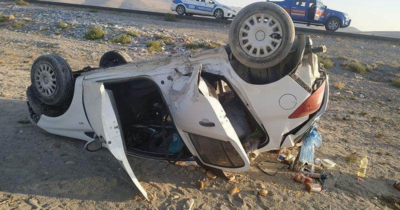 Karapınar'da otomobil takla attı: 2 yaralı