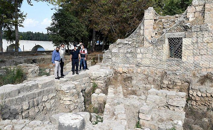 Vali Elban'dan, Misis Antik Kenti'nde inceleme