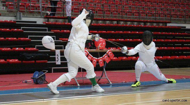 Eskrimde 10-12-14 Yaş Altı Epe Açık Turnuvası, Konya'da sona erdi