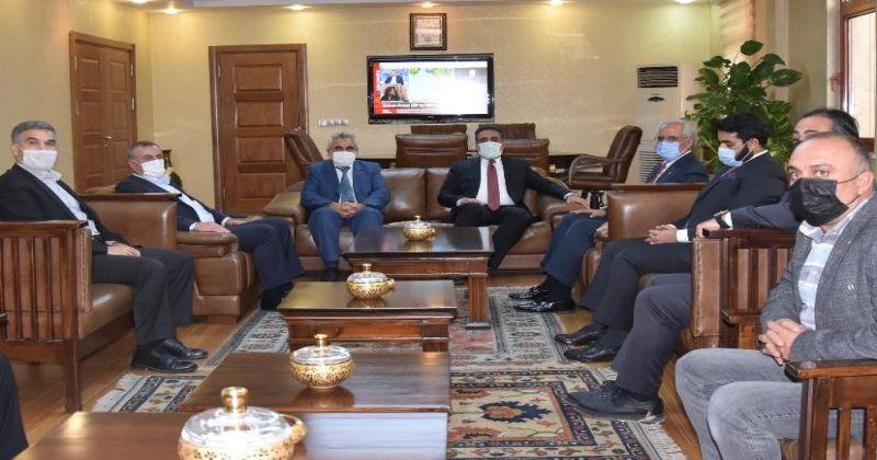 Kuveyt Büyükelçisi Al-Zawawi Rektör Özcoşar ile bir araya geldi
