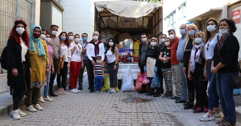 Mut halkından İzmir'e bir kamyon dolusu yardım