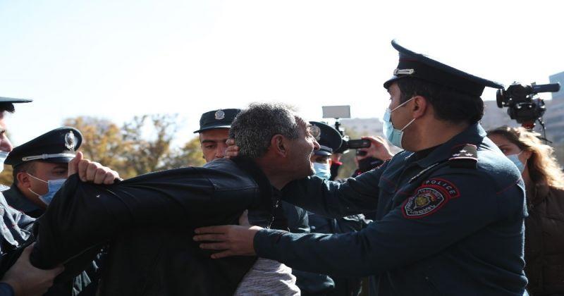 Ermenistan'da muhalefetin mitingi başlamadan gözaltılar başladı