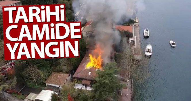 Tarihi cami alev alev yandı!