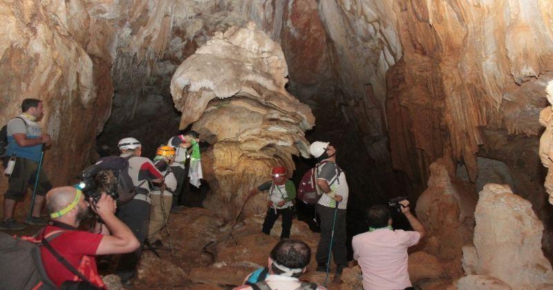 70 metre derinlikte ve 385 metre boyundaki ejder mağarası merak uyandırıyor