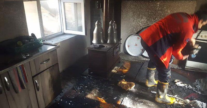 Mut'ta sobadan çıkan yangında hasar oluştu