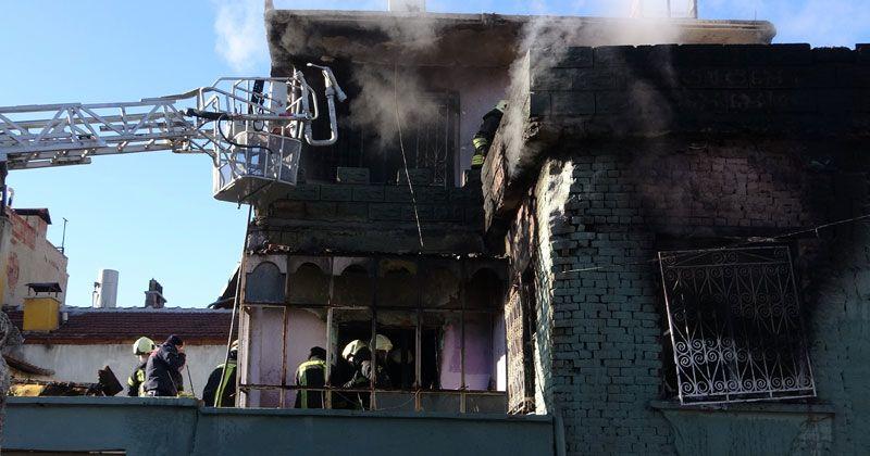 Yangında genç anne öldü, çocuğu ağır yaralı