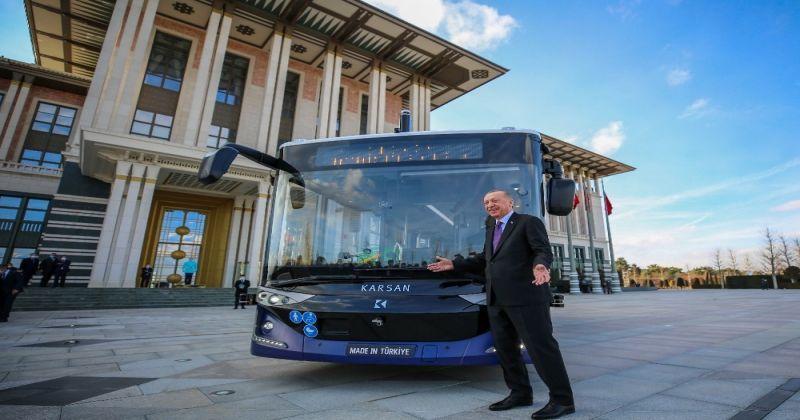 Cumhurbaşkanı Erdoğan, sürücüsüz elektrikli otobüsün ilk yolcusu oldu